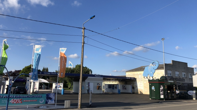 Centre de lavage Eléphant Bleu de AVION