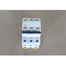 DISJONCTEUR 3P 10A iC60N NON COMPATIBLE AVEC GAMME C60